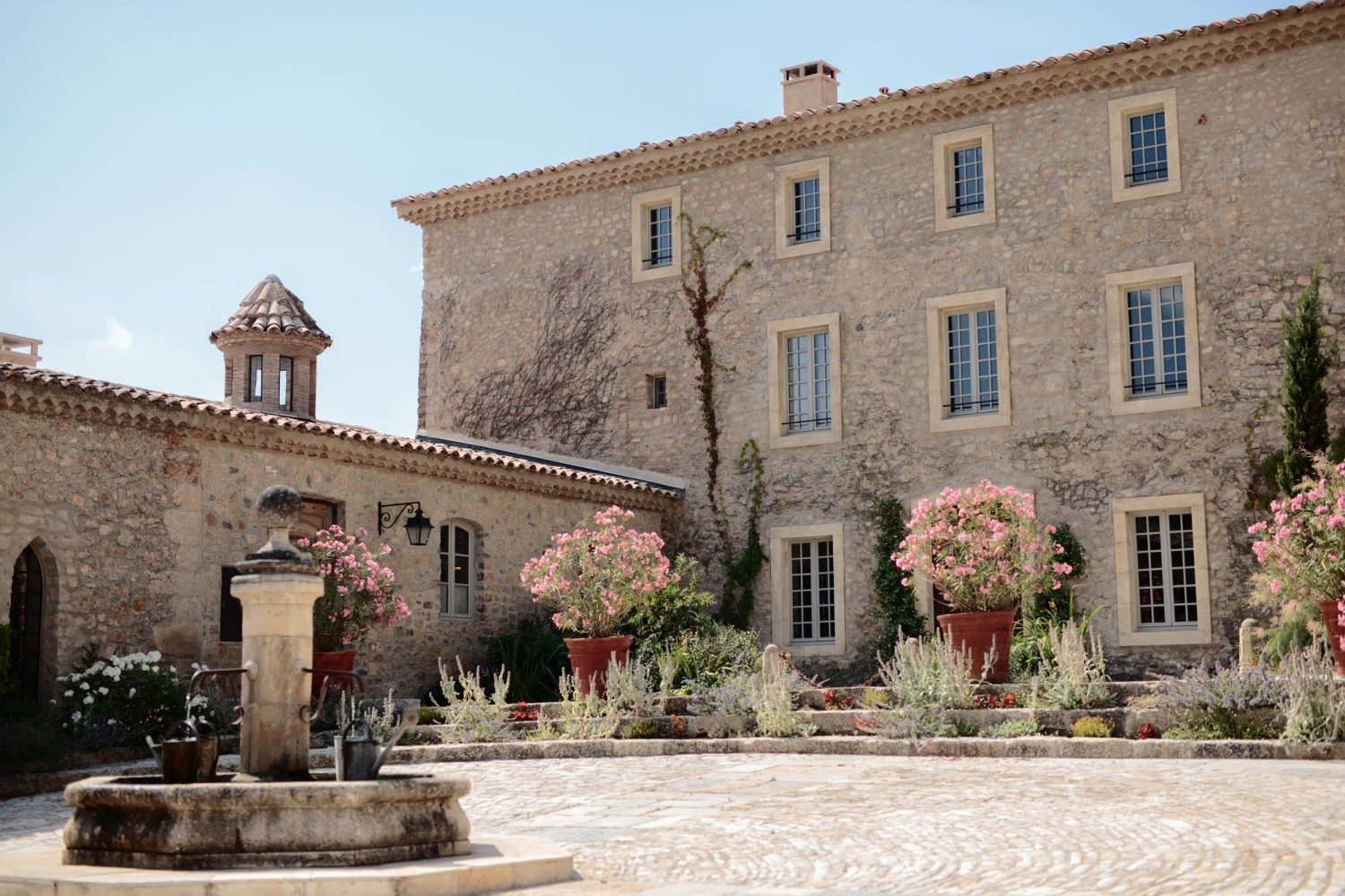 Airsnap, wedding photography and videography — Charlotte & Adam, Château de Berne, Provence